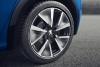 Peugeot e-208 GT in blue wheel