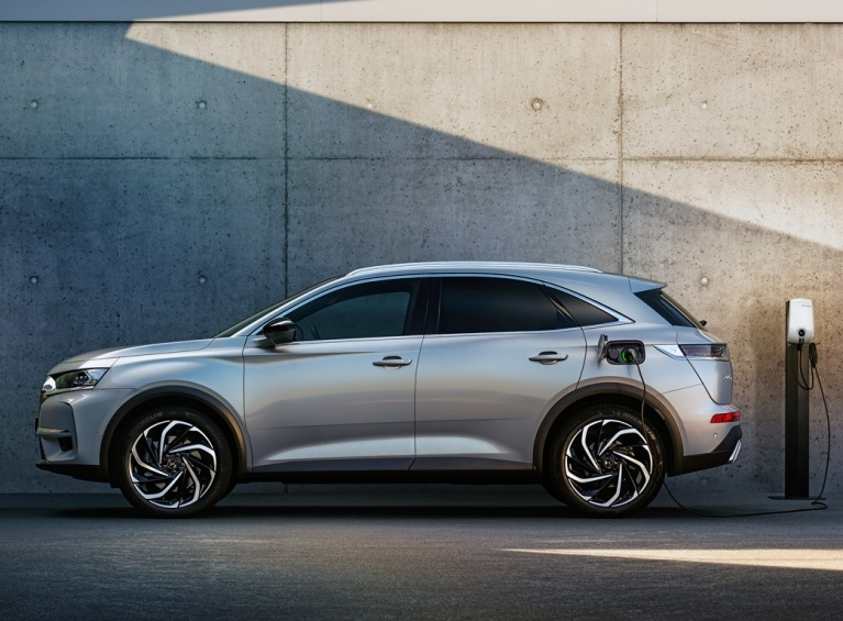 DS3 crossback e-tense side charging