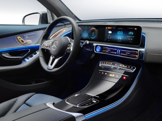 Mercedes EQC 400 interior view dashboard console