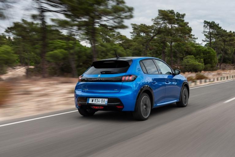 Peugeot e-208 GT in blue rear