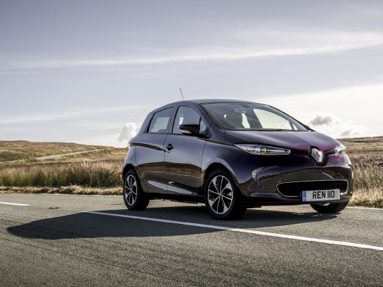 Renault ZOE Dynamique front exterior view on road