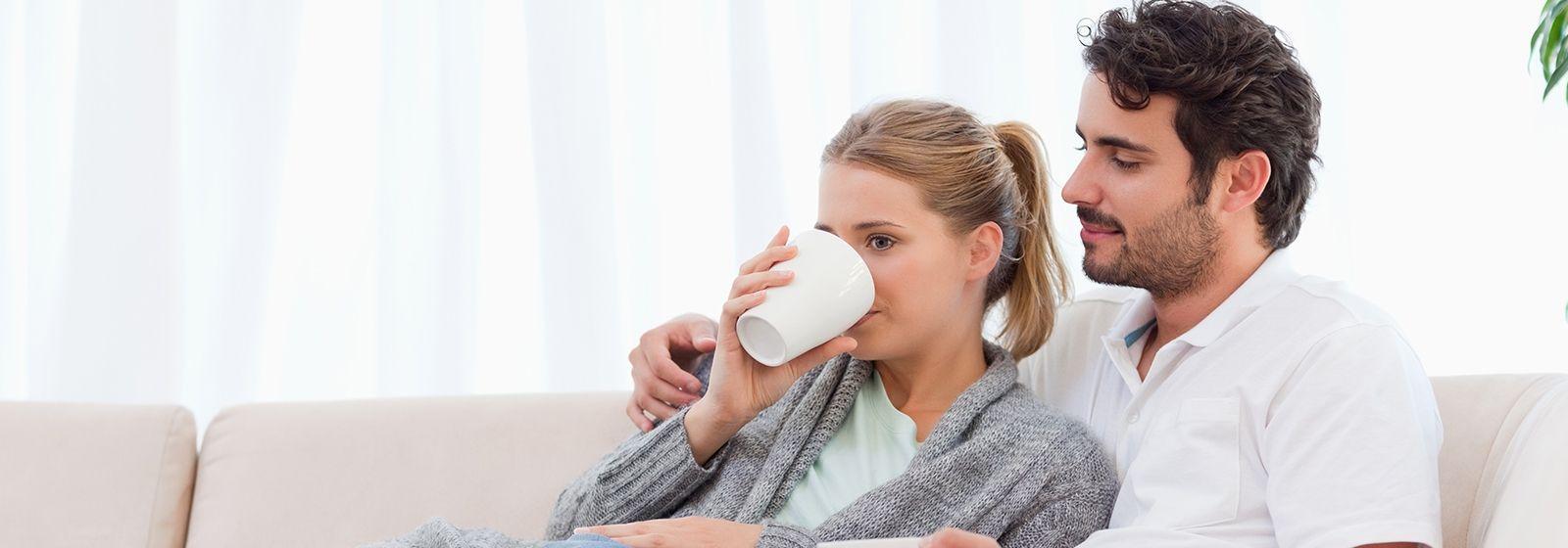 couple-drinking-tea