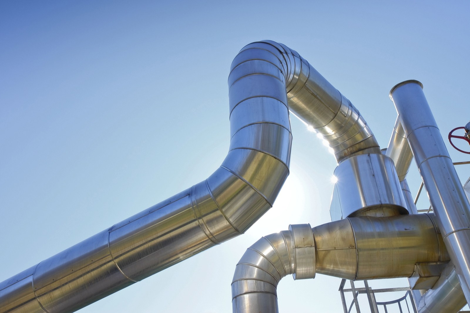 Save on energy and running costs with district heating and cooling