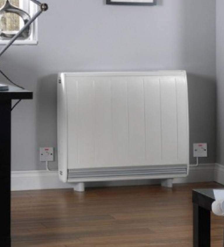 Night electric storage heater mouninstalled against a wall - EDF