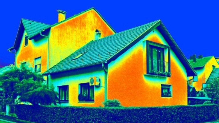thermal heat loss of an insulated house