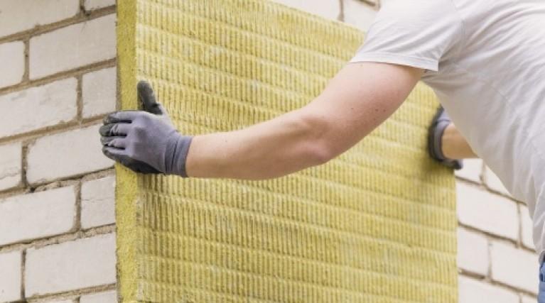 installing external wall insulation