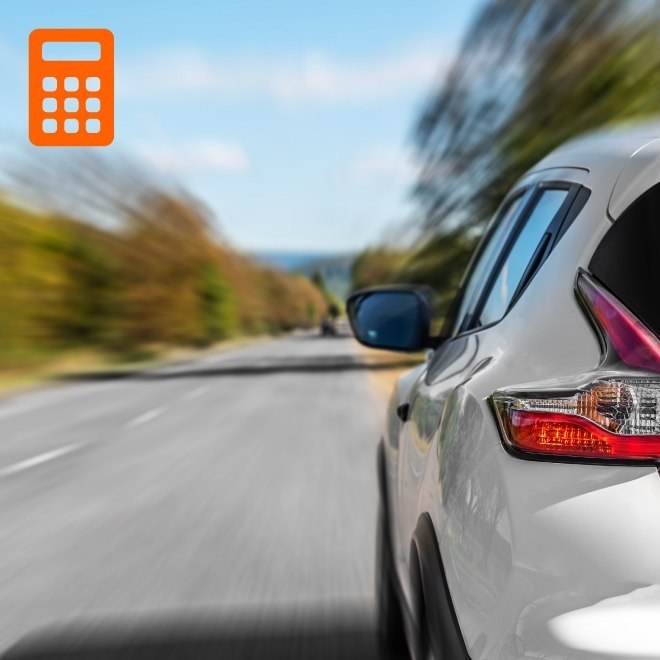 Image of an electric car on a long road with a calculator icon