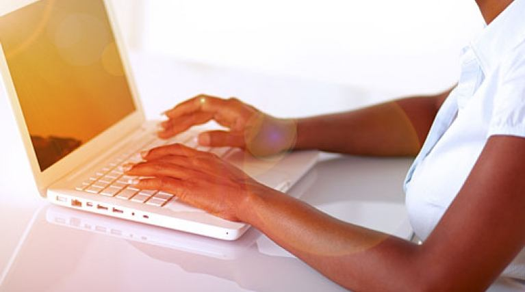Help centre woman on laptop